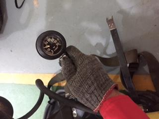 Tabung berisi dilihat dari tekanan yang ada di pressure gauge