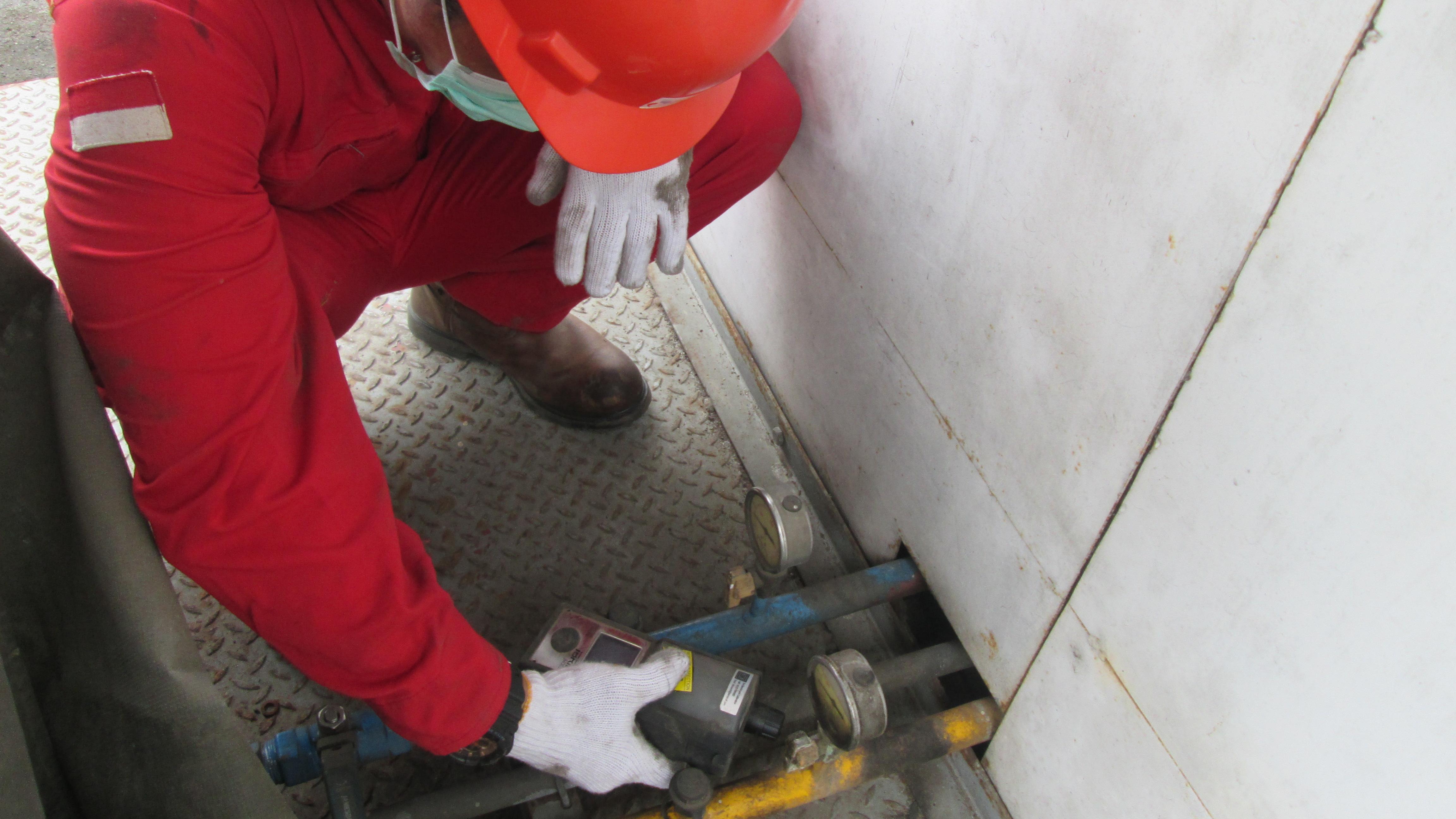 Pengecekan bagian flow meter/aliran gas yang menuju tempat pengisian.