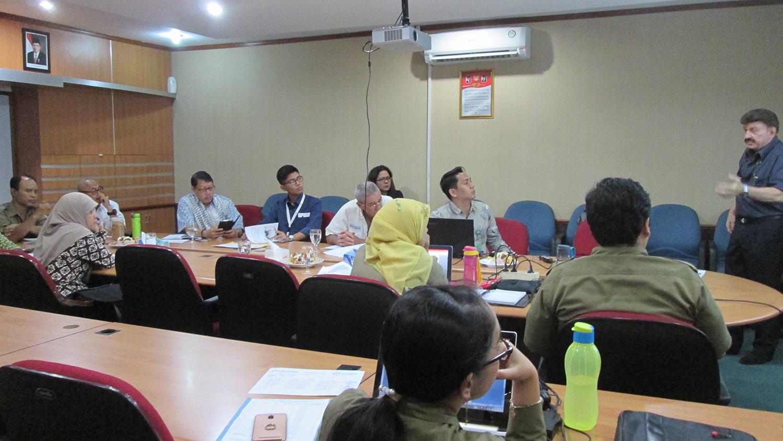 Presentasi dengan Team KomTek
